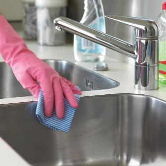 Comment entretenir son vier de cuisine - Comment nettoyer un evier en inox ...