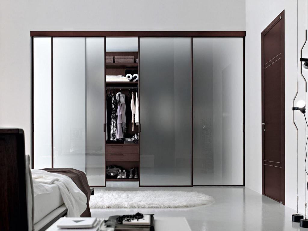 installer une porte de placard coulissante. Black Bedroom Furniture Sets. Home Design Ideas