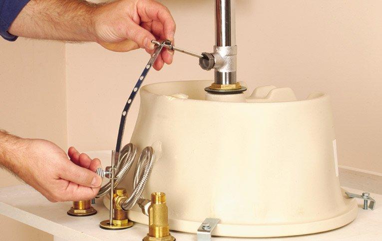 installation d un robinet de salle de bain toutes les tapes d cortiqu es. Black Bedroom Furniture Sets. Home Design Ideas