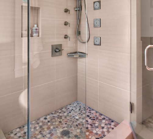 11 idees design de receveur de douche for Photo douche italienne galet