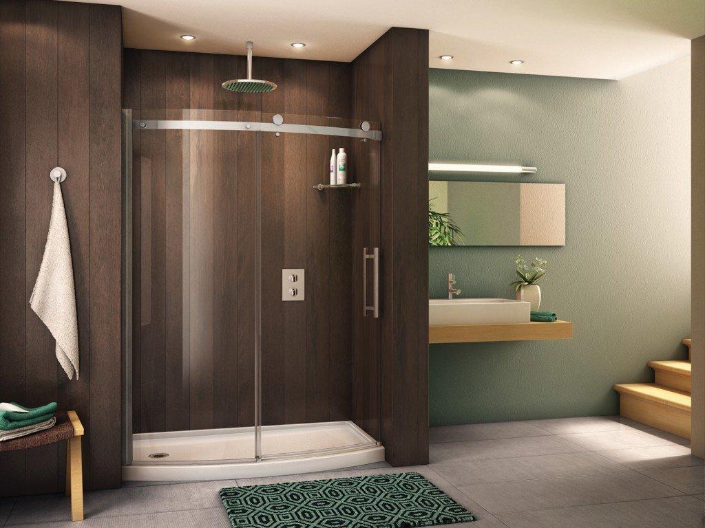 intégration d'une paroi de douche dans une salle de bain spacieuse