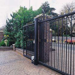 portail noir d'entrée