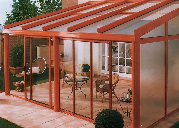 Les mat riaux de v randa pvc l acier l aluminium et le bois - Costruire veranda in giardino ...