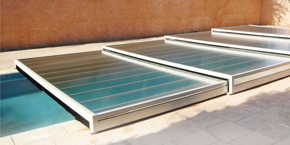Une piscine dans une verri re c est possible et moins for Abri piscine prix