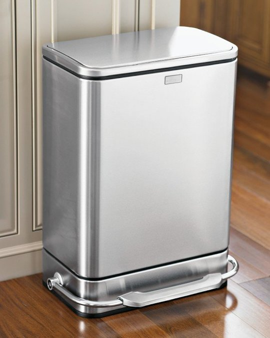 Quelques conseils et astuces pour choisir une poubelle de cuisine sdb de qualit for Poubelle cuisine inox roulettes