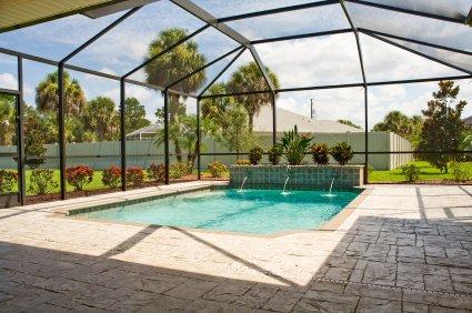 une piscine dans une verri re c est possible et moins compliqu que vous ne le pensez. Black Bedroom Furniture Sets. Home Design Ideas