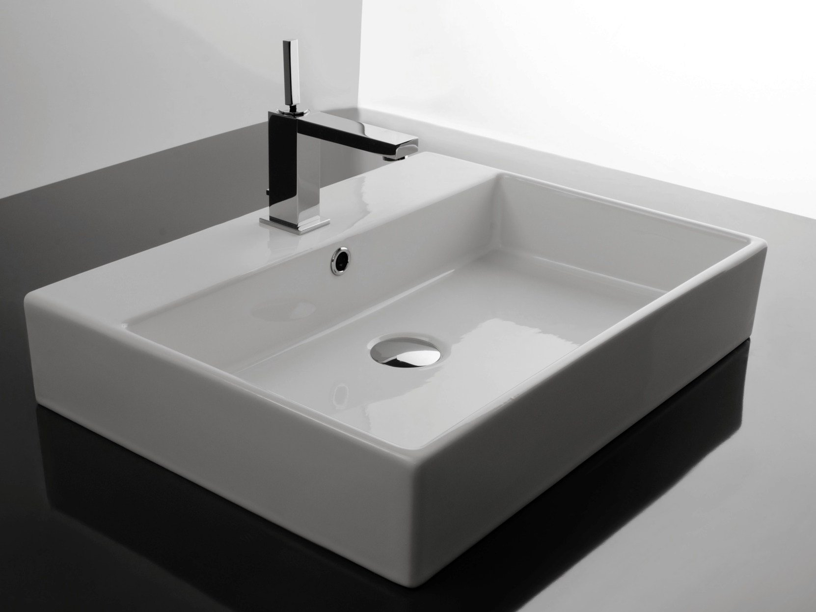 6 raisons ou non d installer une vasque poser for Lavabo salle de bain rectangulaire