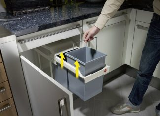 Quelques conseils et astuces pour choisir une poubelle de - Poubelle de cuisine rectangulaire ...
