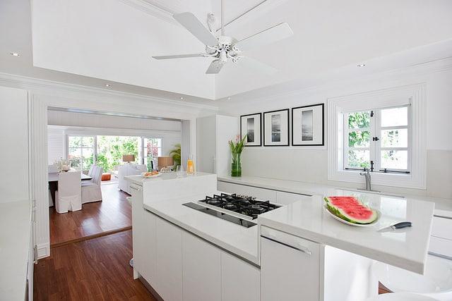 relooker une cuisine en 4 conseils faciles et pratiques. Black Bedroom Furniture Sets. Home Design Ideas