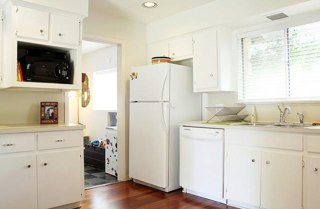 comment am nager une petite cuisine 7 trucs et astuces pour l optimiser. Black Bedroom Furniture Sets. Home Design Ideas