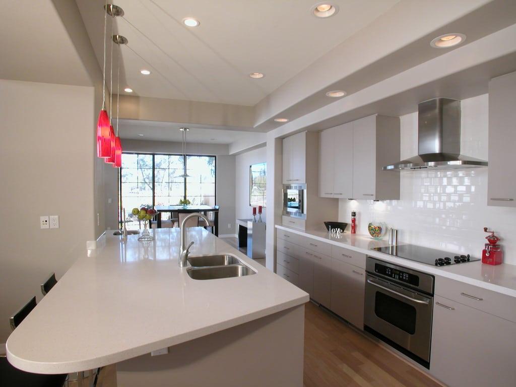 Les passages sont bien spacieux dans cette cuisine.