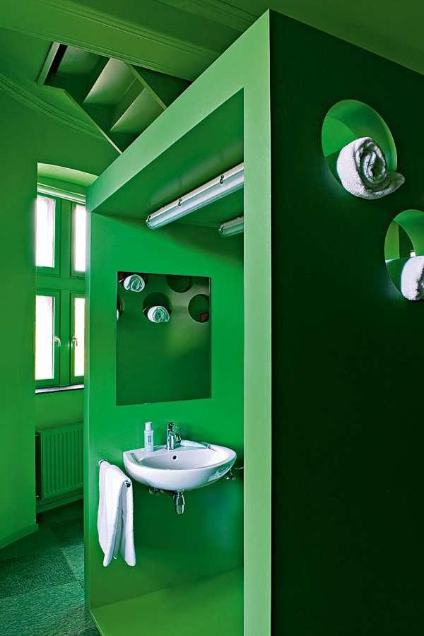 Une salle de bain en vert tonifiant. Source : deavita.fr
