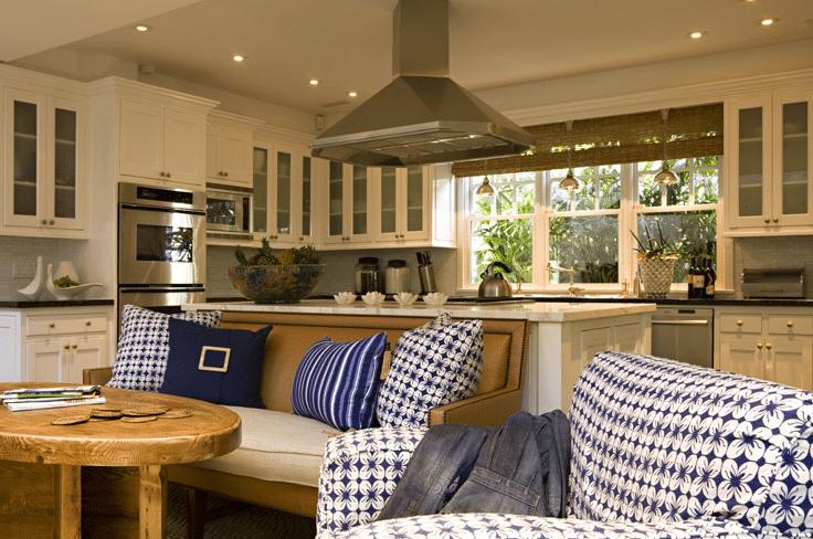Le décor est joli mais on risque de se sentir les uns sur les autres dans cette cuisine ouverte.