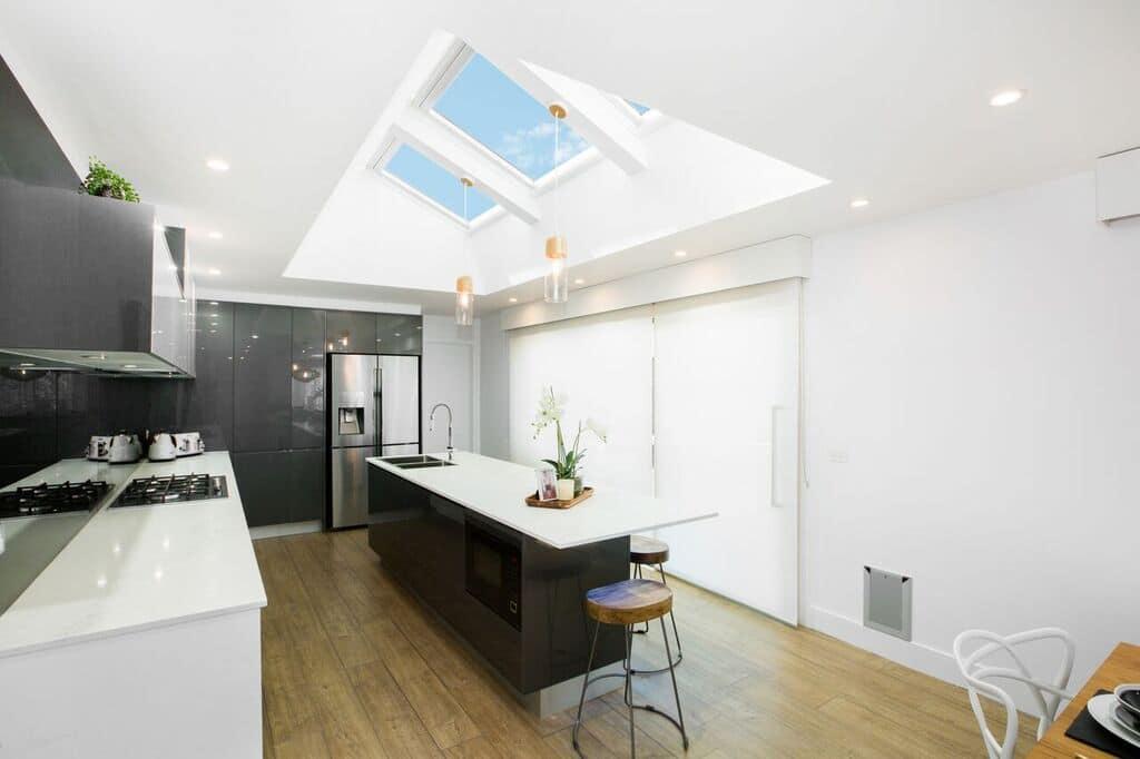 et si on cuisinait avec la lumi re du jour 6 concepts de cuisine. Black Bedroom Furniture Sets. Home Design Ideas