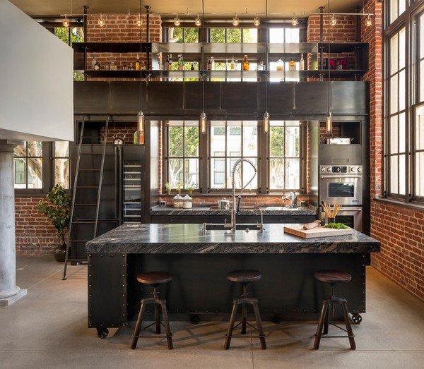 Non, ceci n'est pas un vieux bureau mais belle et bien une cuisine! Un peu original non?