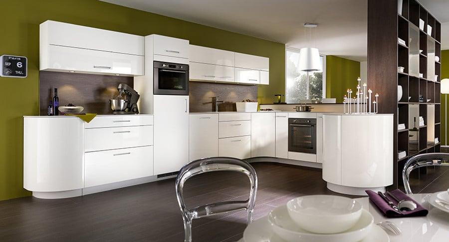 Lumineuse, design et résolument élégante cette cuisine présentée par Mobalpa.