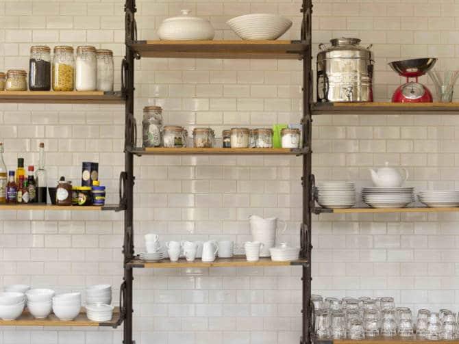 9 astuces de rangement pour optimiser l espace de sa cuisine. Black Bedroom Furniture Sets. Home Design Ideas