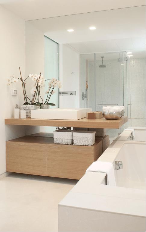 idee5 un grand miroir dans la salle de bain