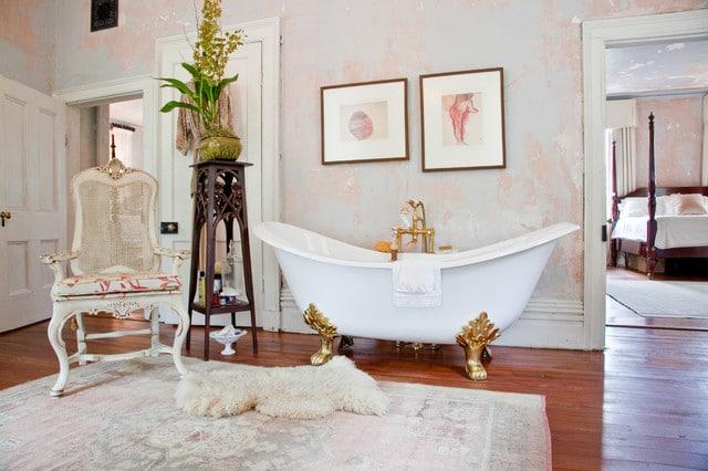salle-de-bain-baroque-baignoire-sabot