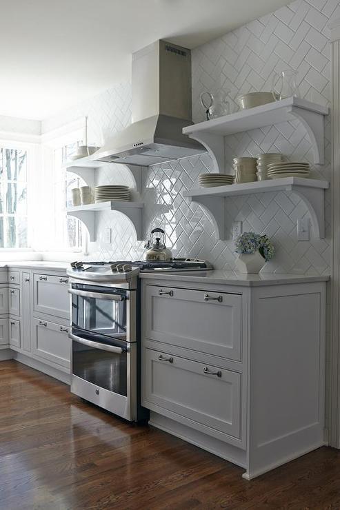 cuisine-blanche-avec-carreaux-de-ceramique-blancs
