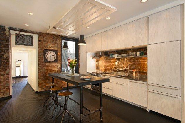 joli-contraste-briques-et-mobilier-blanc-dans-la-cuisine