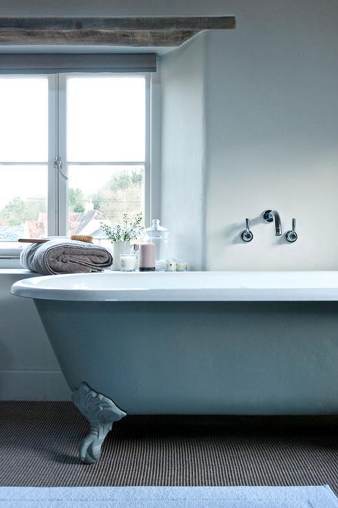 baignoire-bleue-salle-de-bain