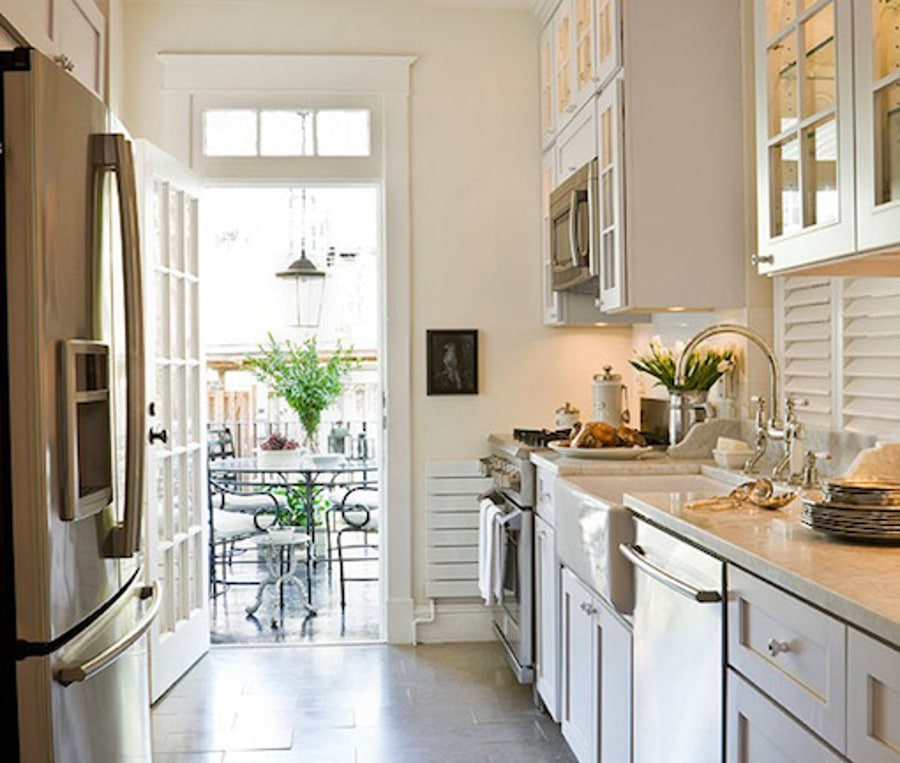idée d'aménagement d'une petite cuisine. Source: https://www.decorpad.com/paint-brand/Benjamin-Moore/Soft-Chamois