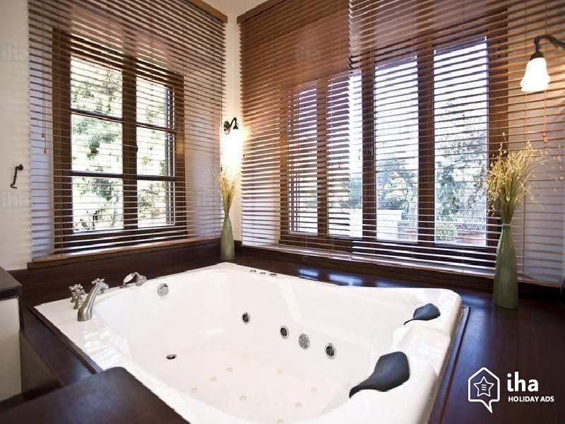 un jacuzzi chez soi. Black Bedroom Furniture Sets. Home Design Ideas