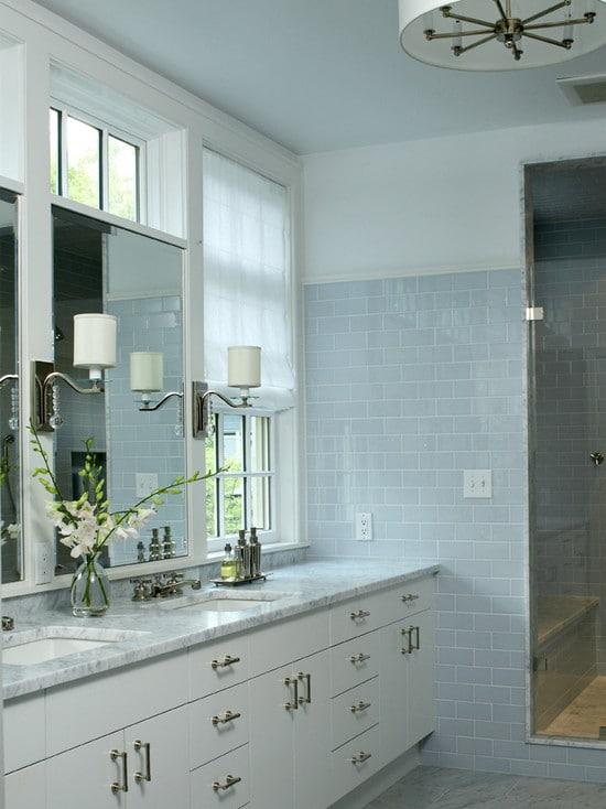 salle de bain couleur bleue 20 mod les comme dans un aquarium. Black Bedroom Furniture Sets. Home Design Ideas