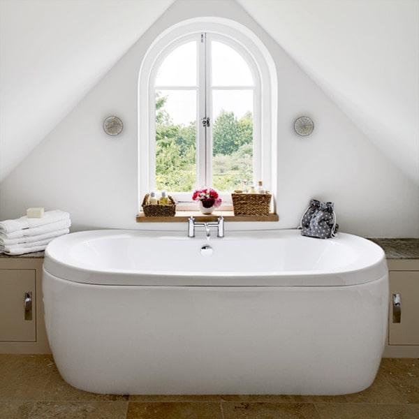 Source / vu sur : http://www.interiorholic.com/rooms/bathrooms/attic-bathroom-designs/