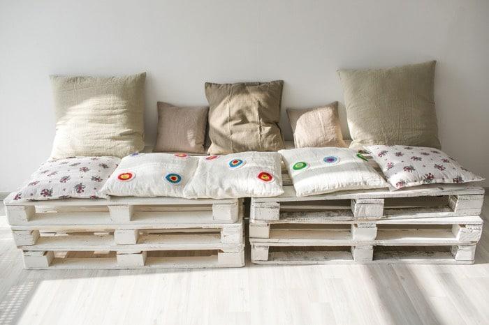 canap d angle en palettes nos conseils pour bien le. Black Bedroom Furniture Sets. Home Design Ideas