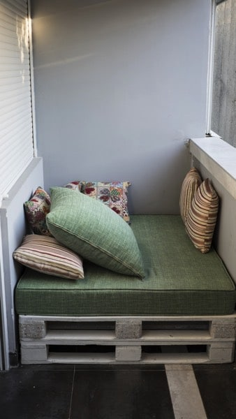Canap d angle en palettes nos conseils pour bien le - Construction en palette de bois ...