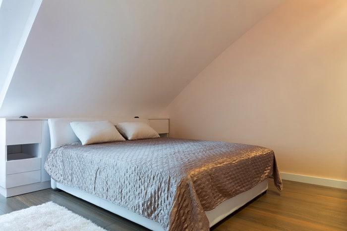 chambre mansard e avantages et inconv nients. Black Bedroom Furniture Sets. Home Design Ideas