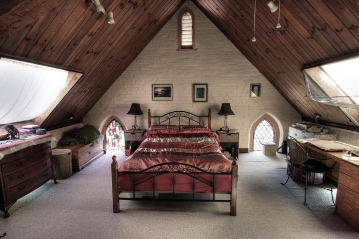 chambre sous toit 20 photos conseils et astuces pour l am nager. Black Bedroom Furniture Sets. Home Design Ideas
