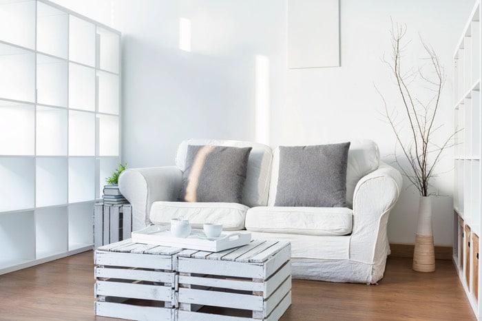 Peindre une table en palette quelles couleurs pour for Peindre parquet en gris