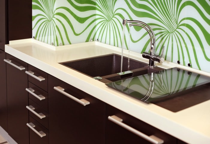 une cuisine aux couleurs vives 30 exemples pour votre. Black Bedroom Furniture Sets. Home Design Ideas
