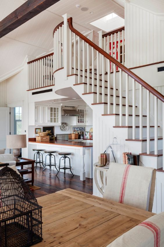 11 cuisines sous escalier la cuisine gain de place for Amenagement cuisine avec bar