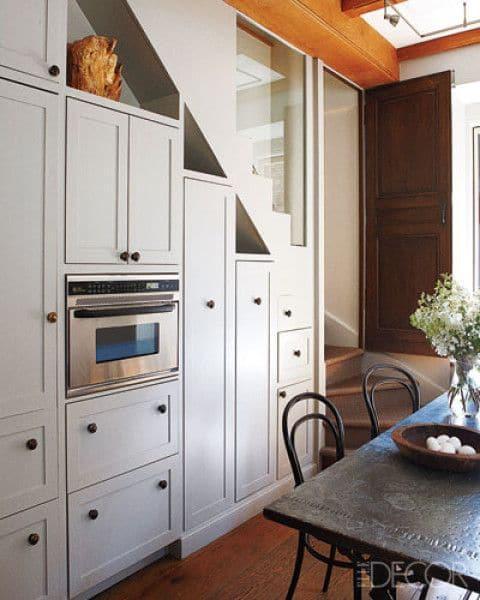 11 cuisines sous escalier la cuisine gain de place - Cuisine au milieu de la piece ...
