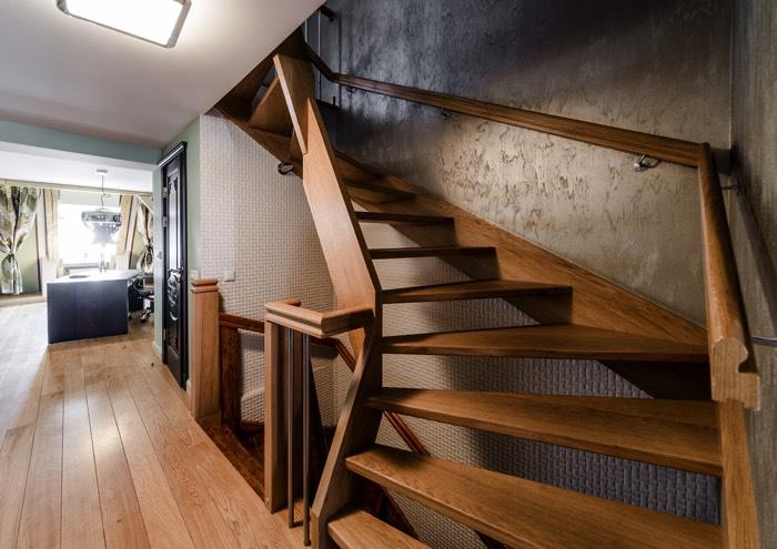 espace-vide-sous-escalier-alex-tihonovs