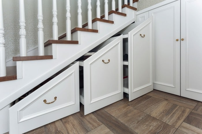 espace-vide-sous-escalier-gaevoyb-903