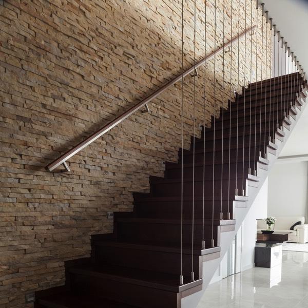 espace-vide-sous-escalier-photographee-eu-345