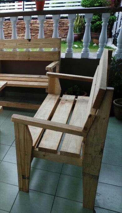 Fauteuil en palette 26 id es un fauteuil conomique et - Fabriquer fauteuil en palette ...
