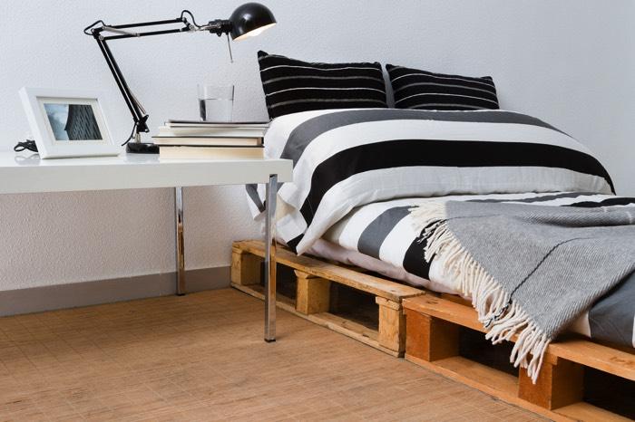 Lit En Palettes Idées Conseils Pour Le Fabriquer à Moindre - Cadre de lit palette