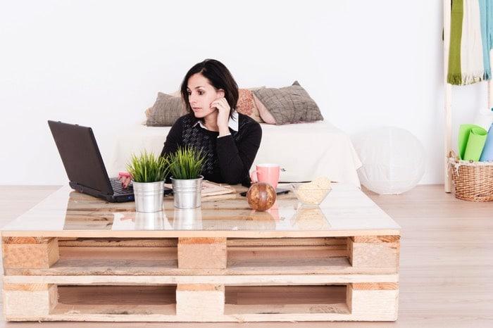 Fabriquer une table basse en palette bois toutes les - Fabriquer un canape en bois ...