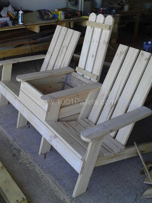 fauteuil en palette 26 id es un fauteuil conomique et. Black Bedroom Furniture Sets. Home Design Ideas