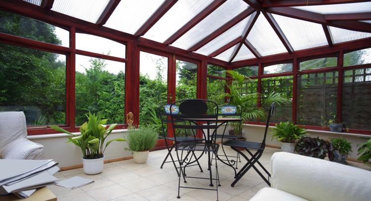 v randa moderne 26 mod les la v randa lumineuse et pratique. Black Bedroom Furniture Sets. Home Design Ideas