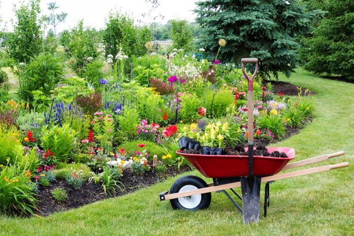 cr er un jardin paysager 43 id es et photos inspirantes. Black Bedroom Furniture Sets. Home Design Ideas