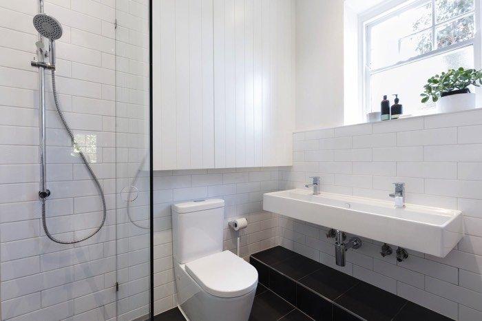 colonne de douche encastrer ou apparente 60 exemples d 39 int gration. Black Bedroom Furniture Sets. Home Design Ideas