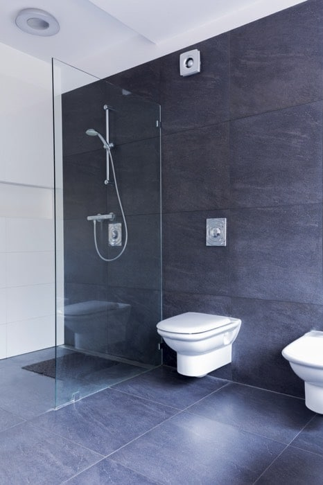 Douche italienne 27 id es d 39 am nagement le guide complet for Carrelage bleu gris