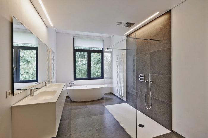 Receveur de douche les 4 types principaux et le choix des for Baignoire fond plat